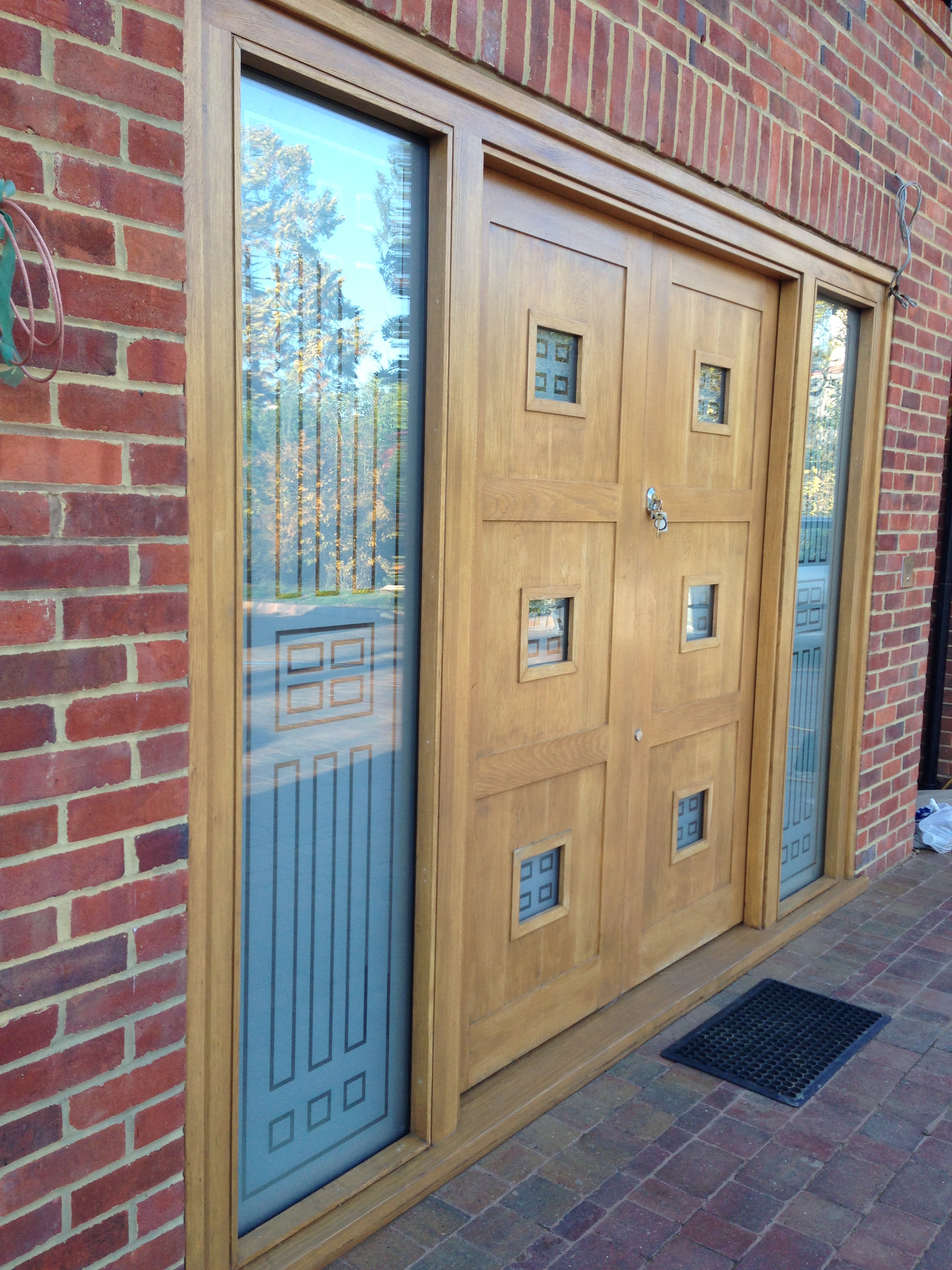 Double Oak Door with Sidelight